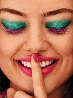Eyeliner azul y máscara de pestañas en color rosa de la colección 'Miami Beach Babe' de Kiko