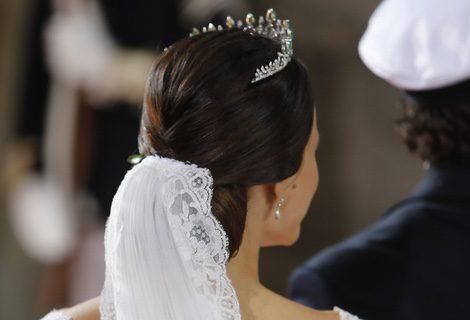 Sofia Hellqvist luciendo un clásico moño bajo en el día de su boda