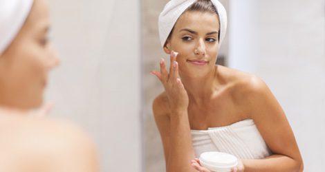 La piel mixta es una mezcla de piel seca y piel grasa que se queda con lo que menos nos gusta de ambas