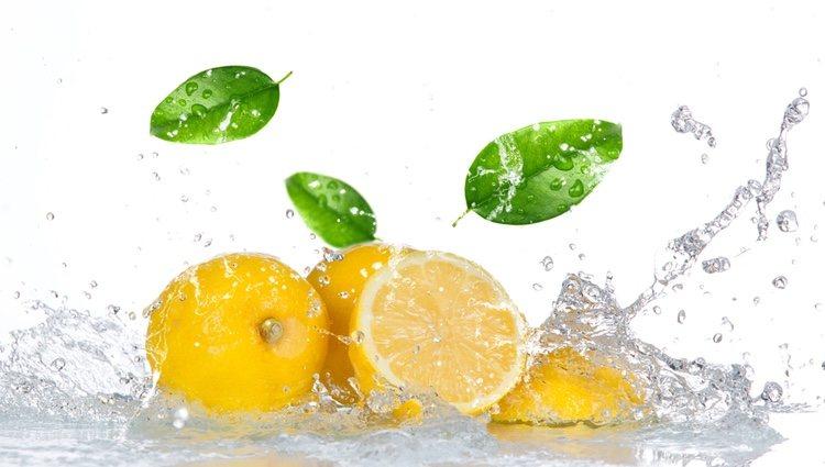 El agua con limón te cuida por dentro y por fuera