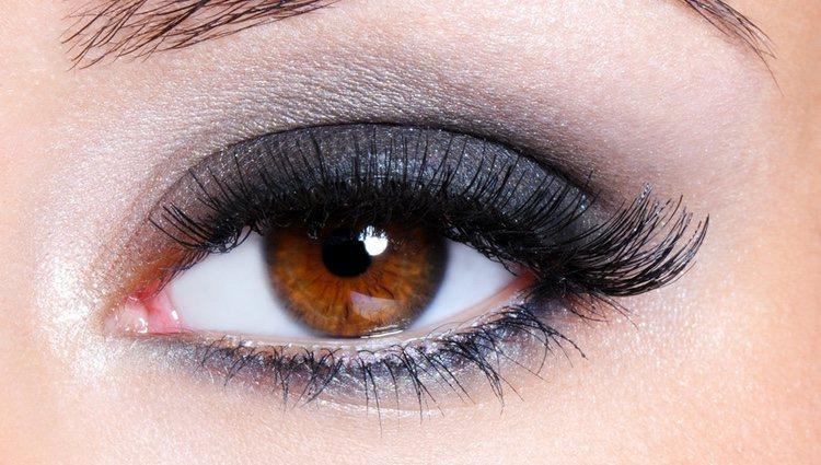 Los tonos suaves, metalizados y dorados son los que más favorecen a tus ojos marrones
