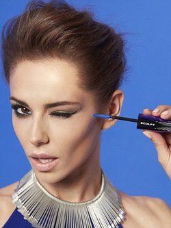 Cheryl Cole con modelo de False Lash Sculpt