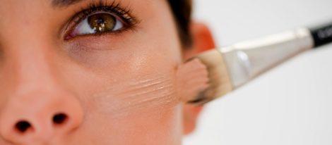 Aprende a esconder tus ojeras con unos sencillos trucos de maquillaje
