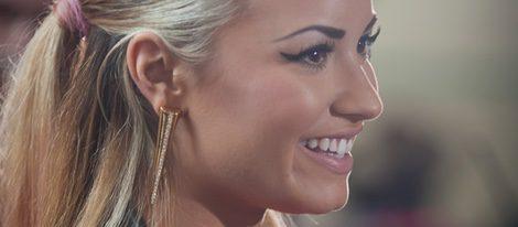 Demi Lovato con coleta alta y tupe de tubo