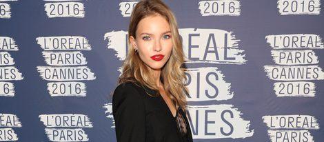Sasha Luss en la fiesta 'Blue Obssesion' de L'oréal Paris durante el Festival de Cannes 2016