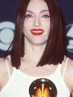 Madonna con el pelo oscuro