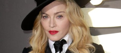 Madonna con el cabello ondulado