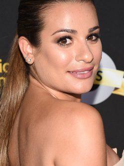 Lea Michele con un maquillaje con brillos