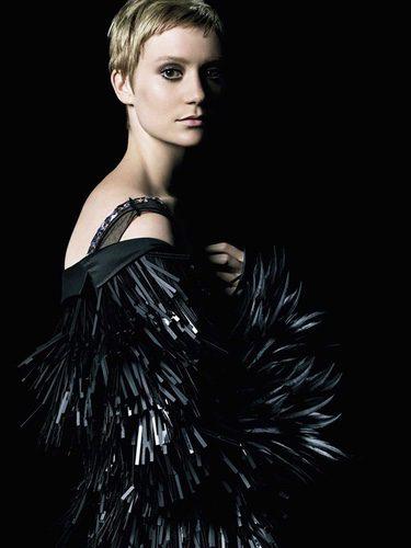 La actriz Mia Wasikowska como imagen de campaña para 'La Femme Prada'