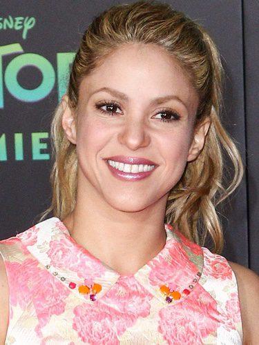 Shakira con una coleta alta
