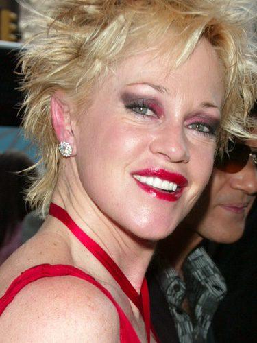 Melanie Griffith con maquillaje llamativo