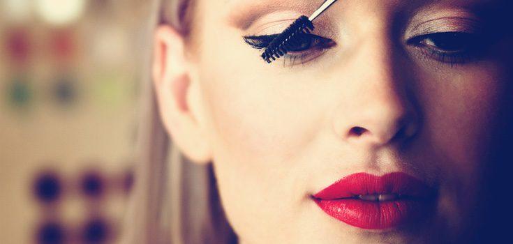 Durante el verano te quedaran mejor los tonos ligeros y tu maquillaje se sellará mejor si es 'Waterproof'