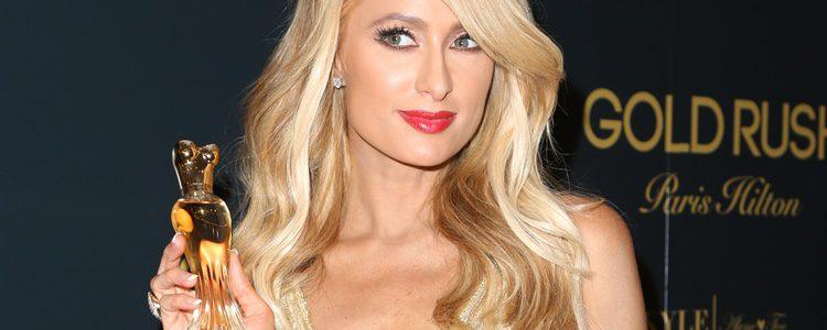 Paris Hilton promocionando 'Gold Rush' en Beverly Hills