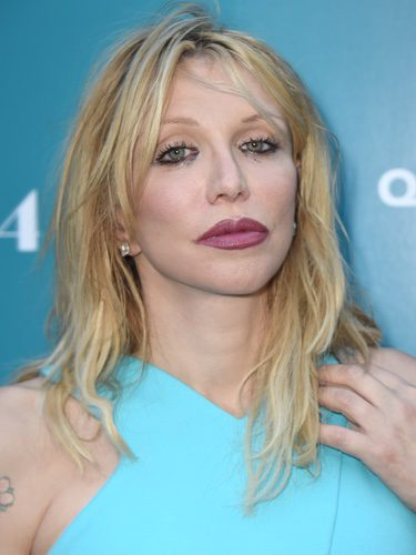 Courtney Love con un maquillaje mal aplicado