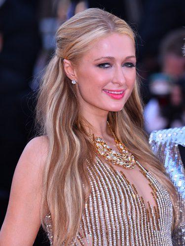 Paris Hilton a mechas rubias y morenas
