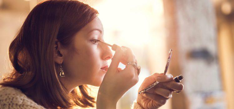 Lo primero que hay que hacer es elegir el maquillaje ideal para el verano