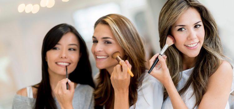 Utiliza una base de maquillaje que tu piel respire