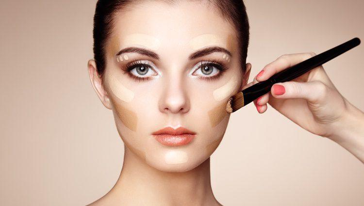 La base en verano es fundamental ya que no queremos que la capa de maquillaje sea demasiado gruesa