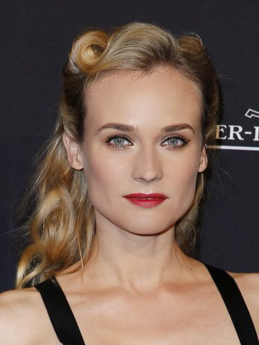 Diane Kruger con un look pin up