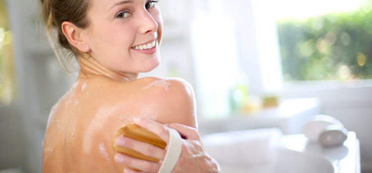 Lo mejor para mantener la piel limpia y libre de impureza es una exfoliación