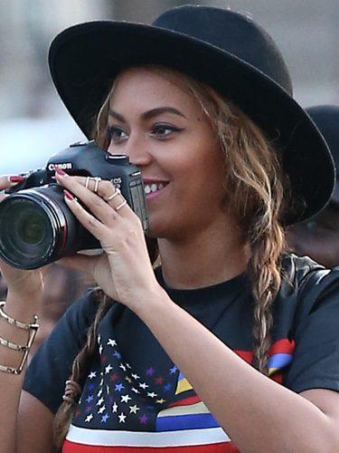 Beyoncé con sombrero en París