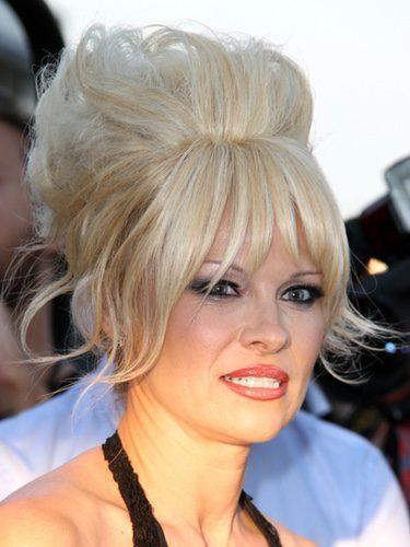 Pamela Anderson con un moño cardado