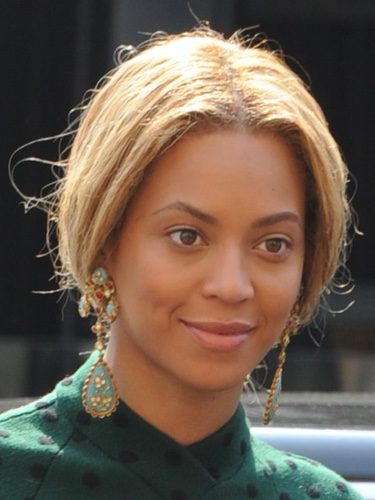 Beyoncé con un peinado muy anticuado