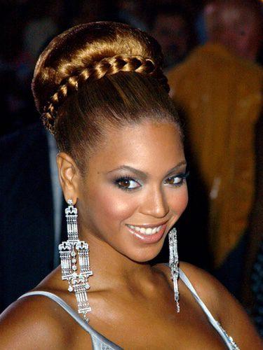 Beyoncé con un moño trenzado