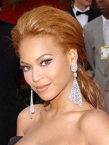 Beyoncé con el pelo naranja