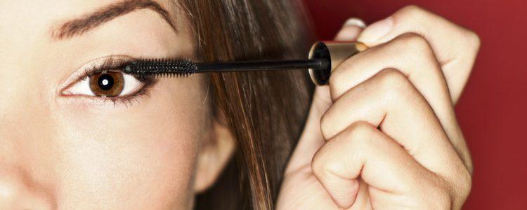 Un poco de rímel en las pestañas quedará muy natural y te dará un toque sofisticado