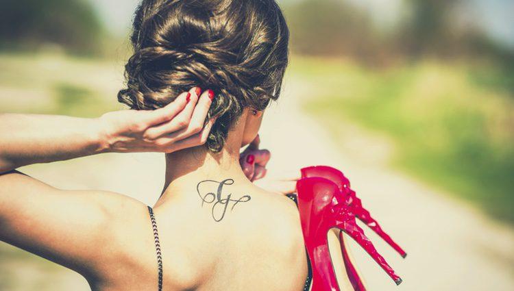 Para ocultar un tatuaje, una de las mejores zonas del cuerpo es la nuca