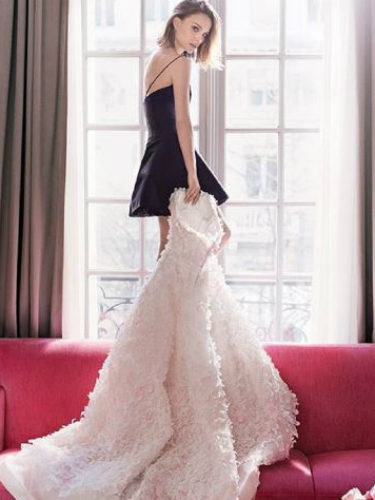 Una coqueta y presumida Natalie Portman posa para la casa Dior y su nuevo perfume 'Miss Dior Absolutely Blooming'
