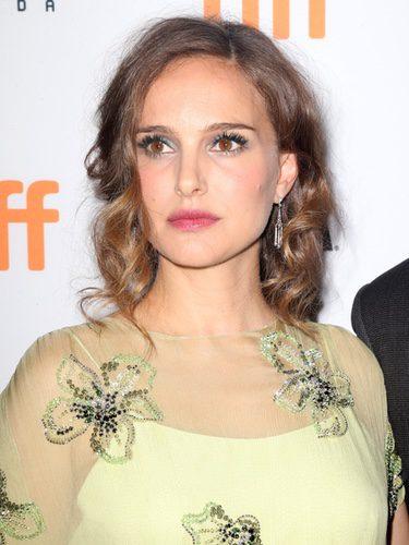 Natalie Portman con el cabello encrespado
