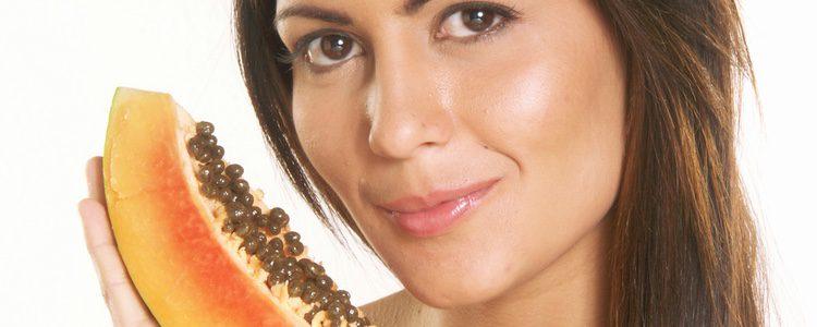 Existen muchas formas de aplicar la papaya en nuestra piel para conseguir grandes resultados