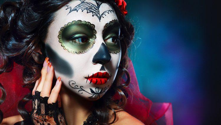 La cara de esqueleto es una de las opciones de maquillaje terrorífico