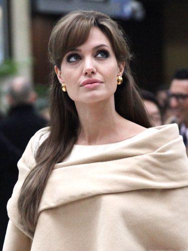Angelina Jolie con un look clásico