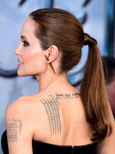 Angelina Jolie con una coleta