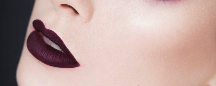 Los colores oscuros son perfectos para nuestros labios en otoño