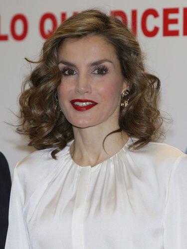 La Reina Letizia con un voluminoso peinado rizado