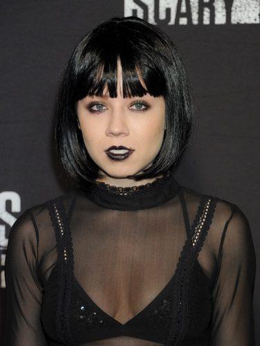 Jennette McCurdy con un look en negro