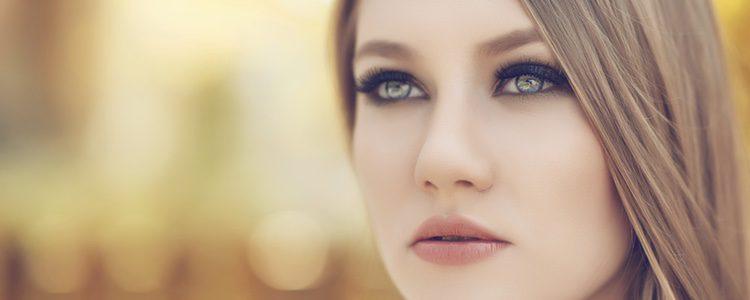 Para ir a una boda de otoño hay que elegir muy bien el maquillaje
