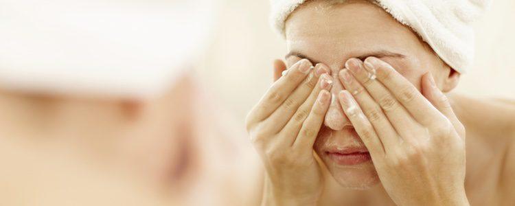 Es muy importante tener la piel bien limpia e hidratada antes de maquillarse