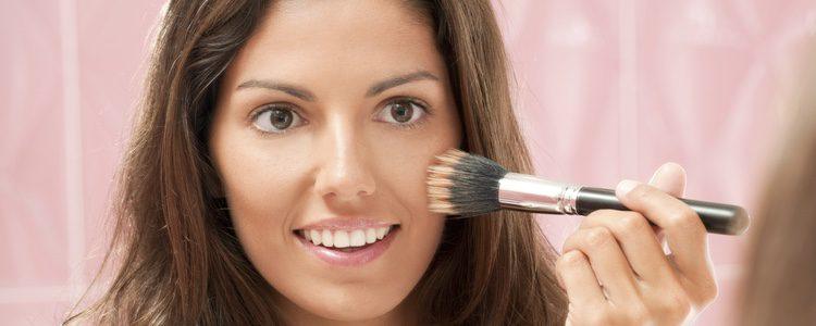 Hay que aplicarse un color que case a la perfección con nuestro tono de piel