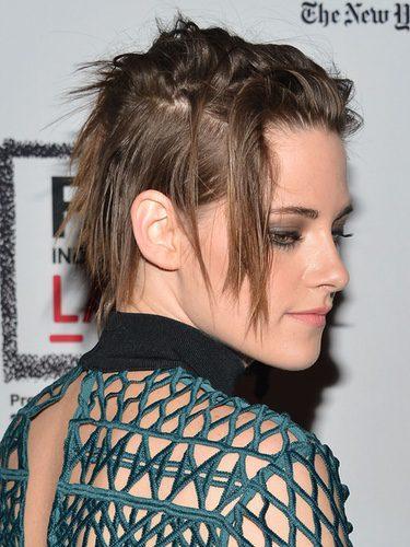 Kristen Stewart con un corte pixie despeinado