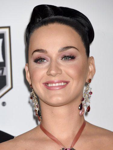 Katy Perry con un moño alto