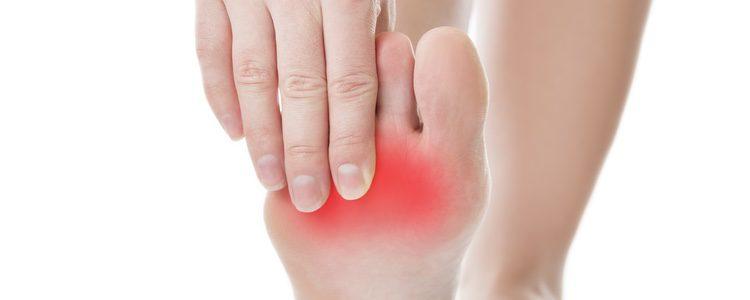 Aplicando la presión necesaria con los pulgares identificaremos las zonas doloridas