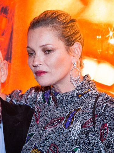 Kate Moss con un peinado muy informal