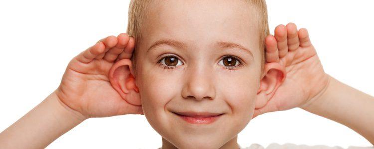 Hay unas tablillas que pueden dar forma a la oreja que es útil para los más pequeños