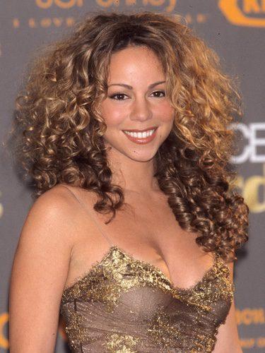 Mariah Carey con una voluminosa melena rizada