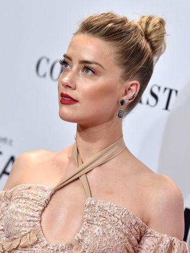 Amber Heard opta por un look luminoso